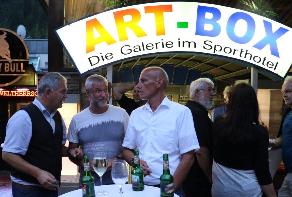 Outside: Bgm. Helmut Mall, Alex Kertess, Gerhard Eichhorn