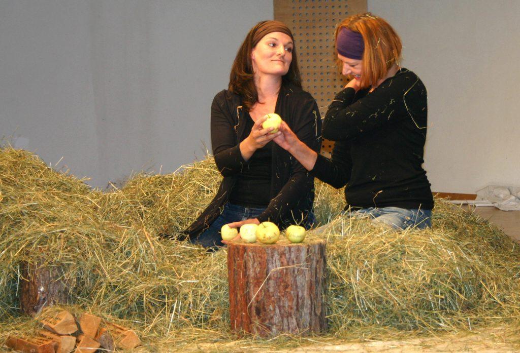 Theaterinszenierung, Katja Volgger und Lydia Thurner
