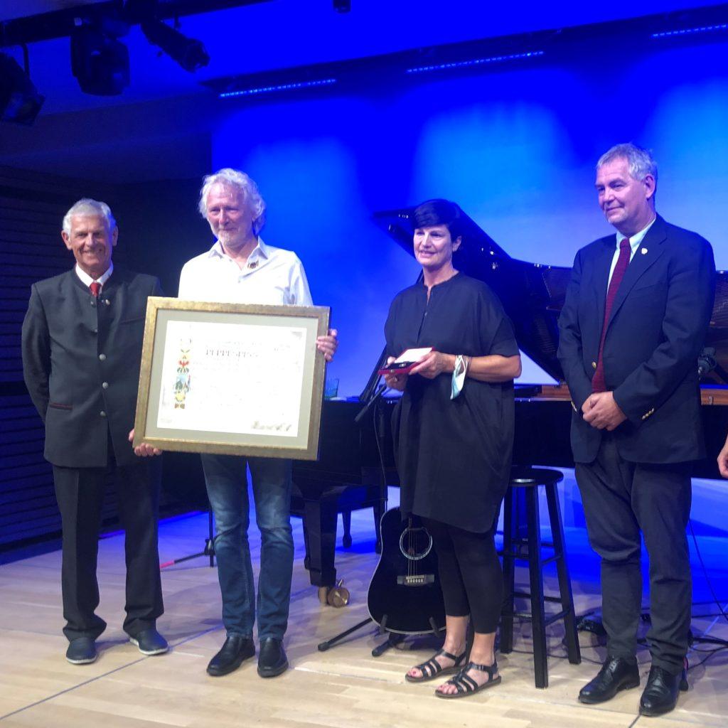 Goldenes Ehrenzeichen, Vize-Bgm. Jakob Klimmer, Peppi Spiss, GV Karin Kössler, Bgm. Helmut Mall (von links)